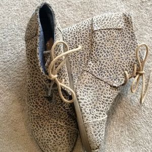 TOMS Leopard Wedge Booties. (8)